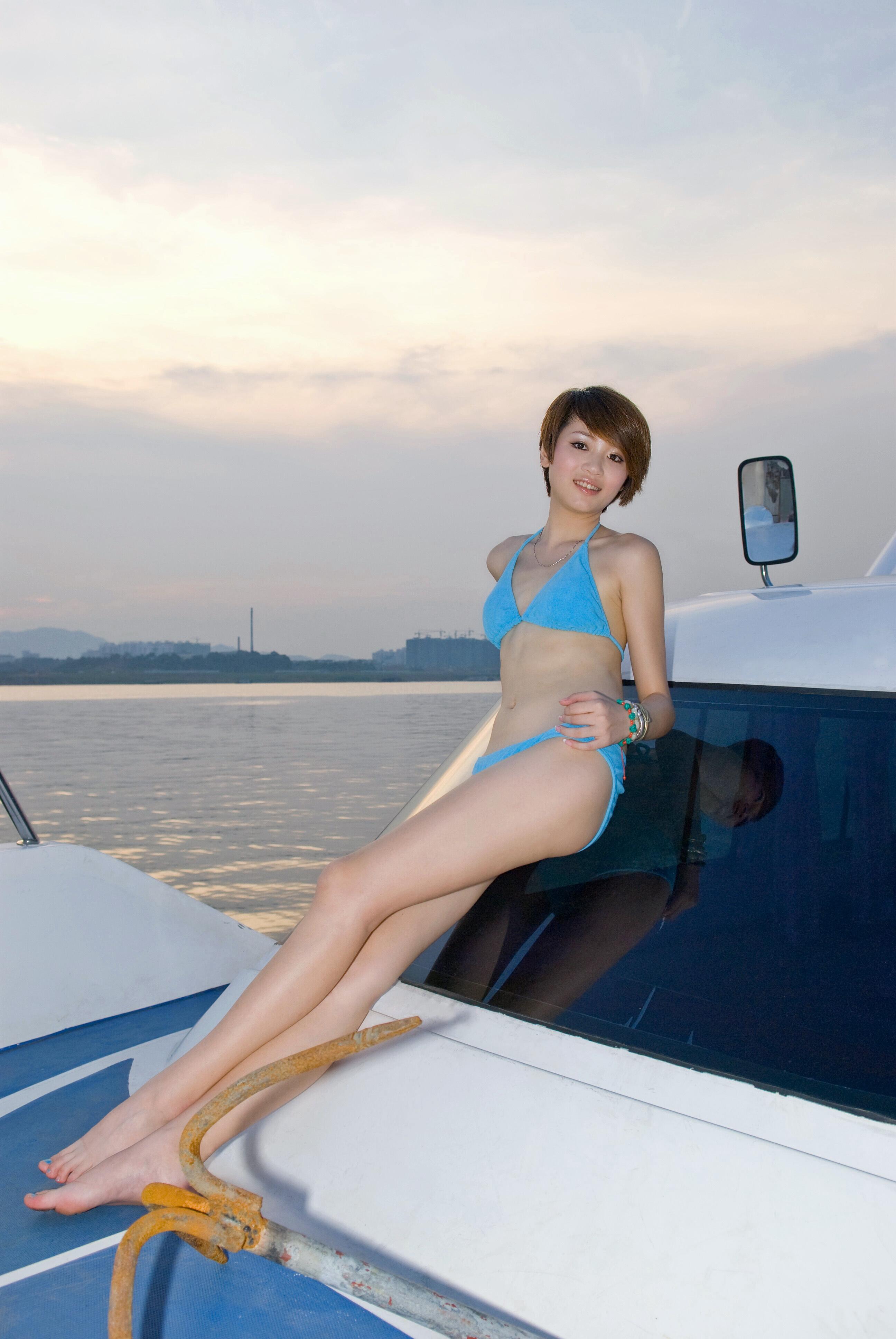 游艇比基尼模特
