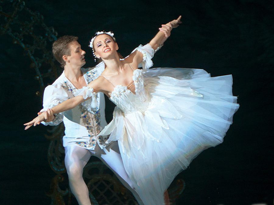 芭蕾舞矢量图免费下载