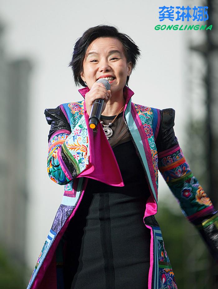 龚琳娜现场教观众唱 忐忑 2011上海世界音乐周 中山公园音乐会 四