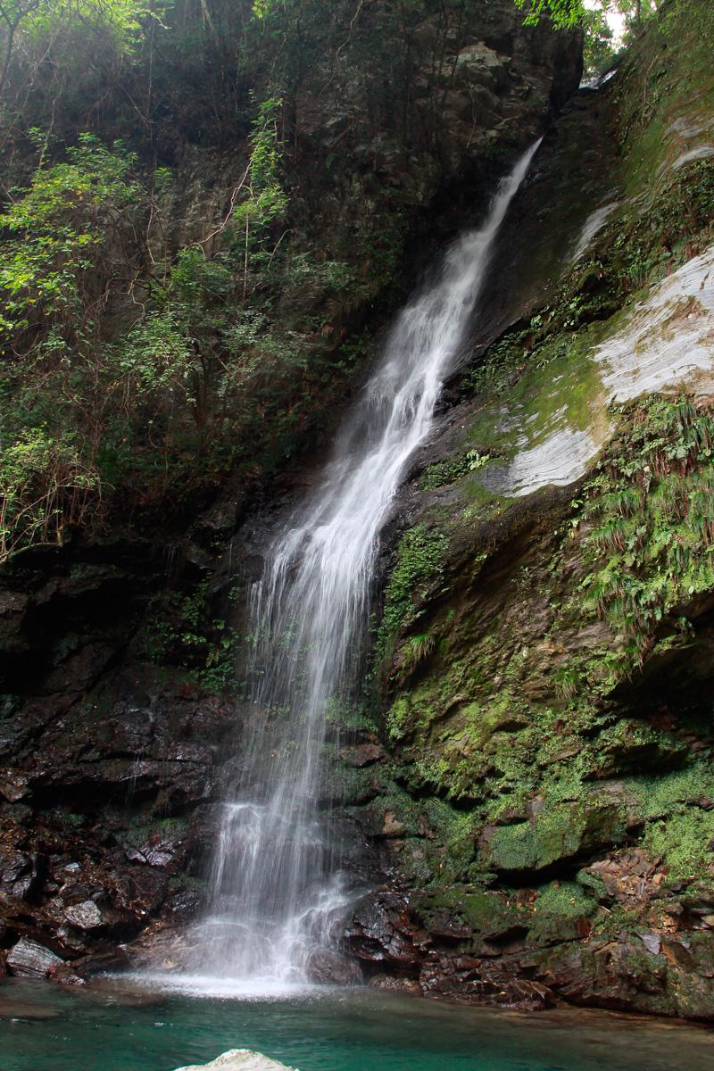 壁纸 风景 旅游 瀑布 山水 桌面 800_1200 竖版 竖屏 手机