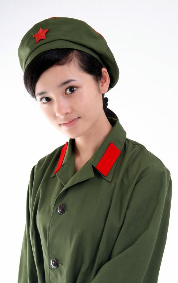 穿军服的女生头像