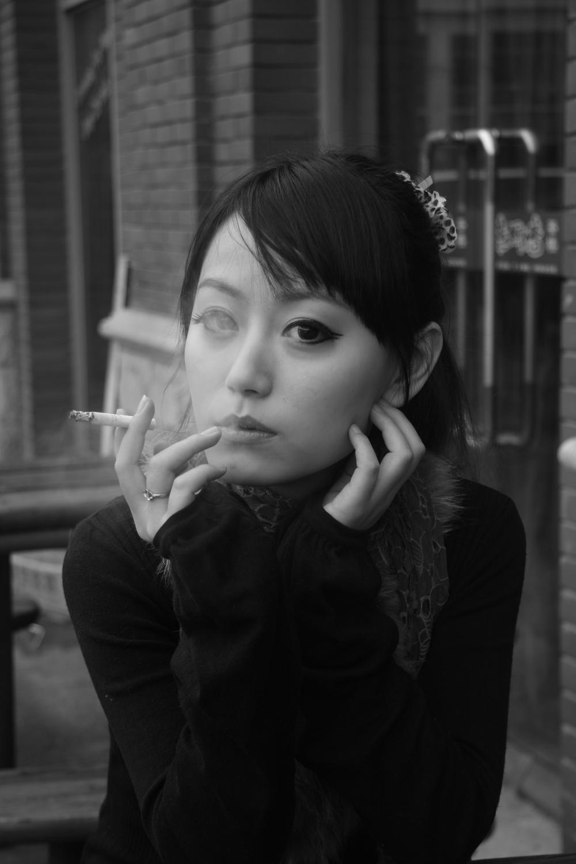 抽烟的女孩 - 全国摄友交流区