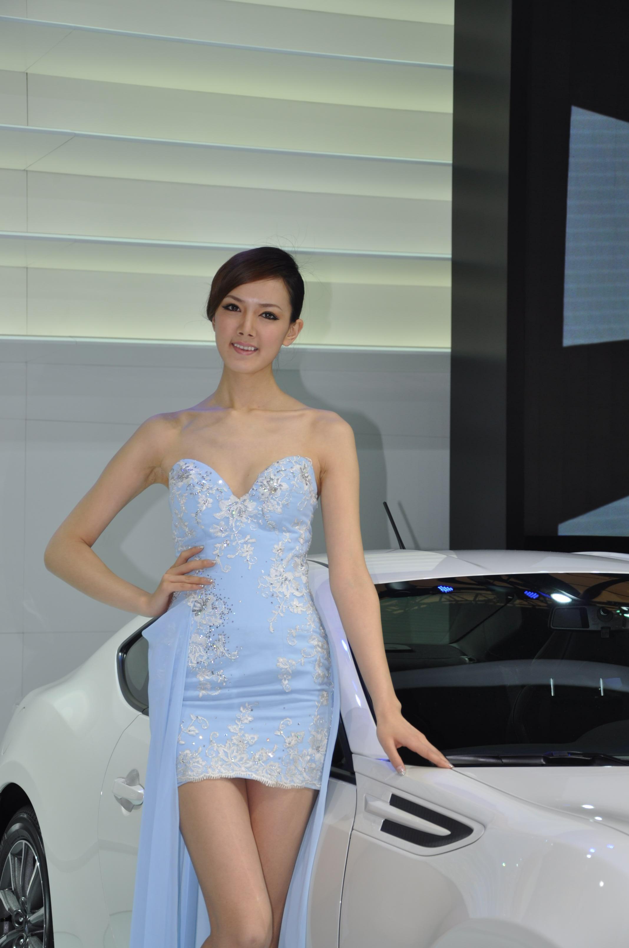 2013上海车展的那些帅哥美女车模