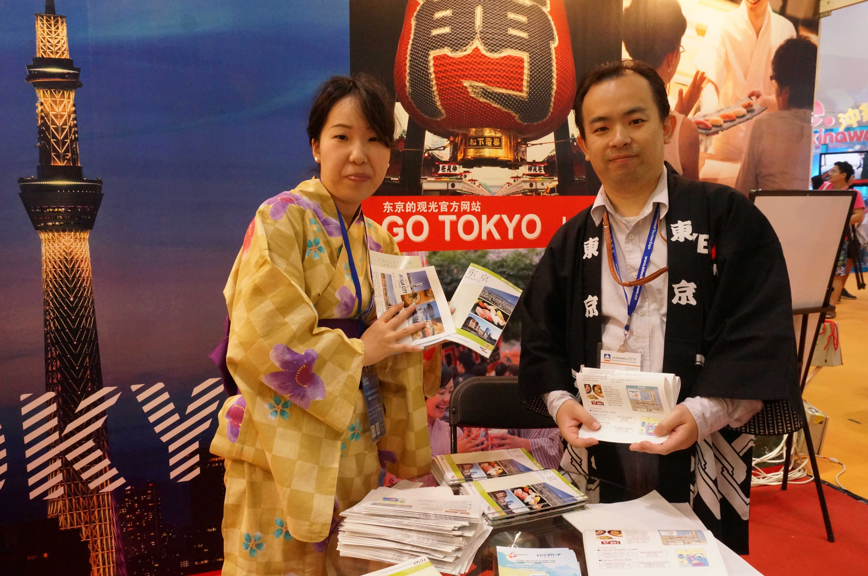 身穿传统服装的工作人员展示日本旅游魅力.jpg
