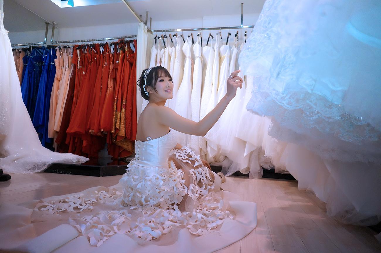 结婚当天早上几点去婚纱店化妆